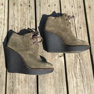 Burberry green suede shearling boot, 37.5